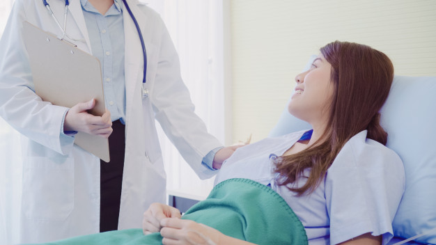 beautiful-smart-asian-doctor-patient-discussing-explaining-something-with-clipboard_7861-1232